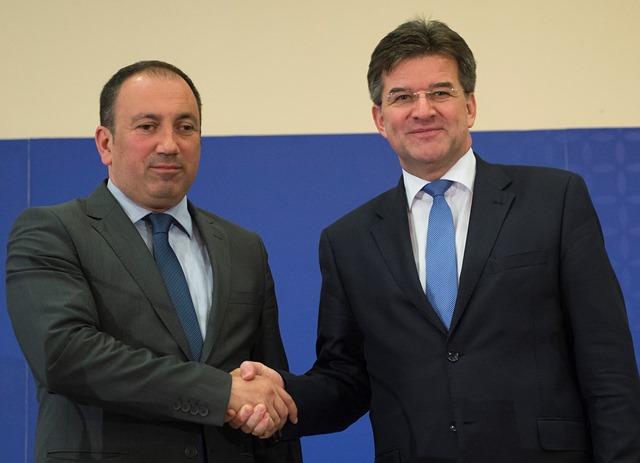 Na snímke vpravo minister zahraničných vecí a európskych záležitostí SR Miroslav Lajčák a vľavo minister zahraničných vecí Bosny a Hercegoviny Igor Crnadak