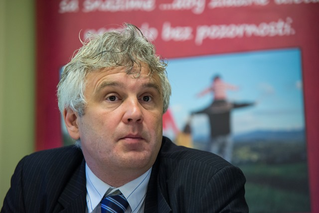 Na snímke predseda občianskeho združenia Úsmev ako dar Jozef Mikloško
