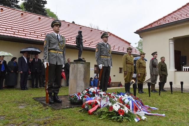Na snímke pietna spomienka pri rodnom dome Milana Rastislava Štefánika pri príležitosti 97. výročia jeho úmrtia