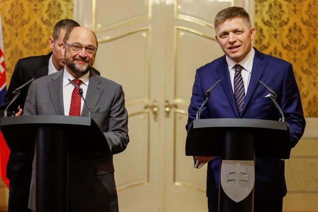 Na snímke predseda Európskeho parlamentu Martin Schulz (vľavo) a predseda vlády SR Robert Fico