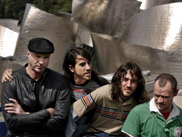 Na snímke členovia americkej hudobnej skupiny Red Hot Chilli Peppers, zľava Anthony Kiedis, Chad Smith, John Frusciente a Michael Balzary