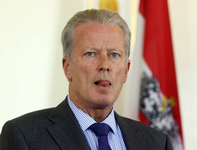 Na snímke dočasný rakúsky kancelár Reinhold Mitterlehner