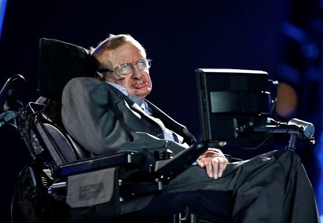 Na snímke popredný svetový teoretický fyzik Stephen Hawking