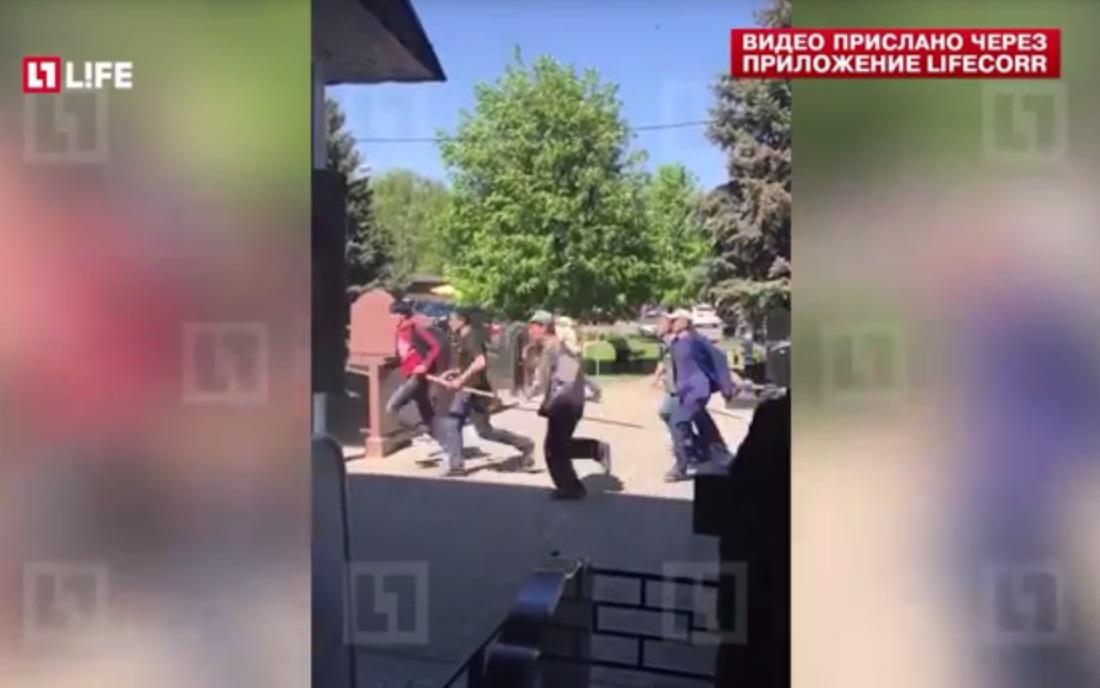 Bijúci sa cudzinci zachytení na videu