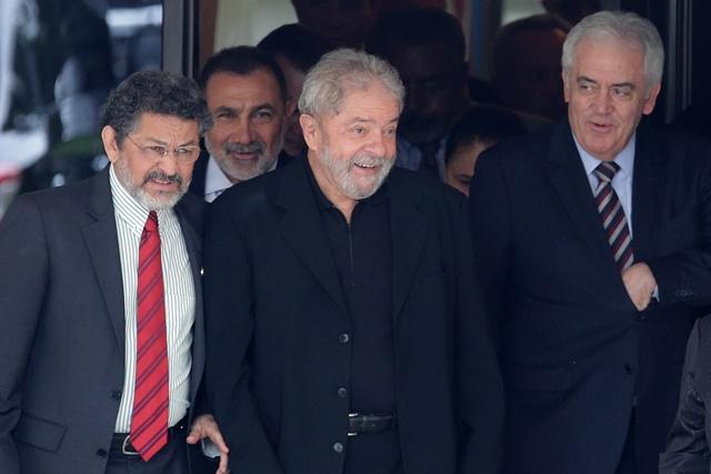 Na snímke bývalý brazílsky prezident Luiz Inácio Lula da Silva (v strede)