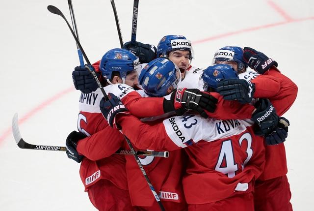 Na snímke českí hokejisti