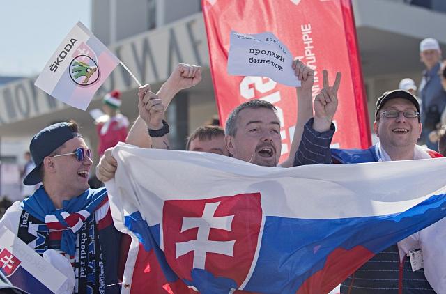 Na snímke slovenskí fanúšikovia pred zápasom základnej B- skupiny Majstrovstiev sveta v ľadovom hokeji medzi Slovenskom a Maďarskom 7. mája 2016 v Petrohrade
