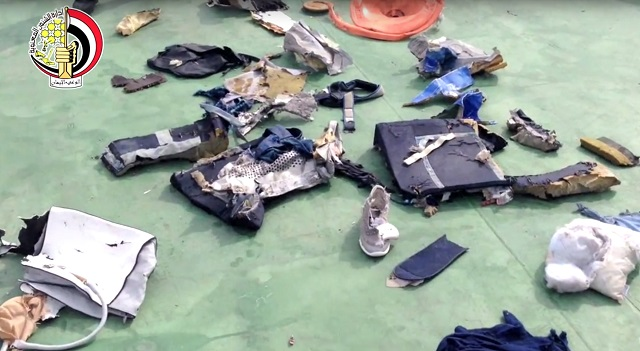 Na snímke fragmenty z lietadla