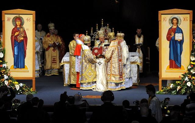 Snímka z archijerejskej svätej liturgie, ktorej bol účastný aj kardinál Jozef Tomko