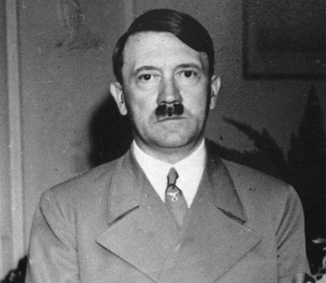 Na archívnej snímke z 22. septembra 1938 je nemecký diktátor Adolf Hitler v Bad Godesbergu