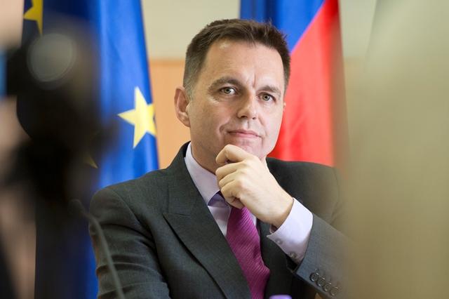 Na snímke podpredseda vlády SR, minister financií SR Peter Kažimír