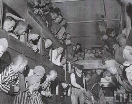 Napriek veľkému úsiliu povstalci nedokázali čeliť nemeckej presile a dňa 3. novembra 1944 pri Troch Duboch padol do nemeckého zajatia. Po drsných výsluchov v Ružomberku bol  spolu  s priateľmi deportovaný do Nemecka ako politický väzeň