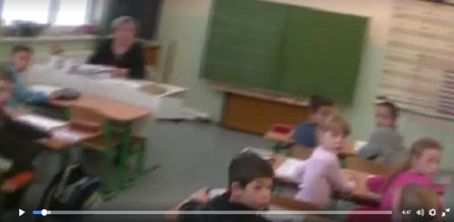 Moment, kedy sociálka vtrhla do triedy prváčikov na základnej škole v Brehoch