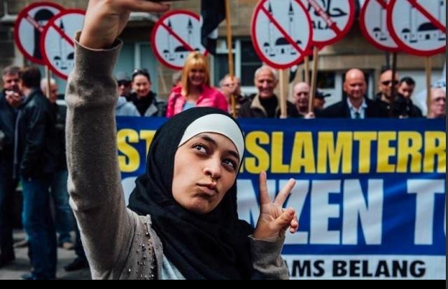 Selfie mladej moslimky, ktorá sa stala na sociálnych sieťach virálnou