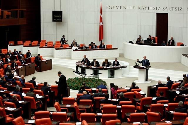 Na snímke poslanci tureckého parlamentu