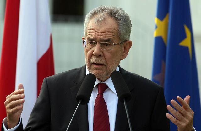 Na snímke víťaz rakúskych prezidentských volieb Alexander Van der Bellen