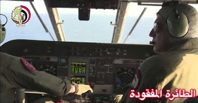 Na videosnímke egyptské lietadlo pátra v Stredozemnom mori po troskách zmiznutého egyptského lietadla, ktoré zmizlo z radarov o 02.45 h SELČ, keď sa už nachádzalo v egyptskom vzdušnom priestore 19. mája 2016. Pátrací tím egyptských ozbrojených síl našiel 20. mája 2016 v mori približne 290 kilometrov od pobrežia mesta Alexandria trosky lietadla spoločnosti EgyptAir, ktoré sa vo štvrtok nadránom zrútilo do Stredozemného mora