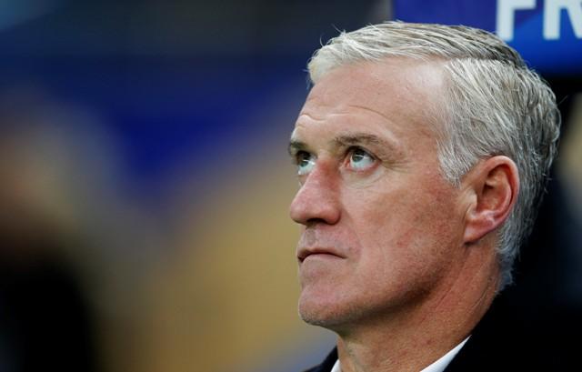 Na snímek tréner francúzskej futbalovej reprezentácie Didier Deschamps
