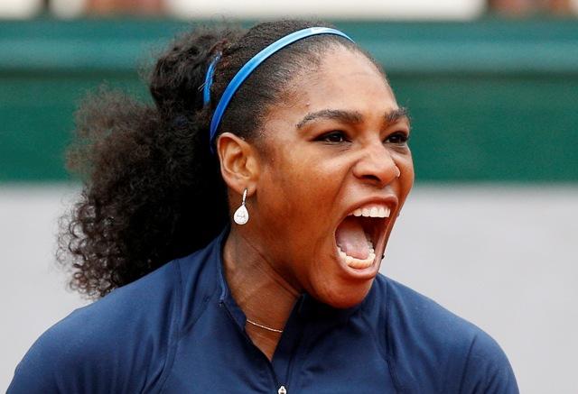 Americká tenistka Serena Williamsová sa teší po zisku fiftínu proti Ukrajinke Jeline Svitolinovej v osemfinále ženskej dvojhry na grandslamoovm turnaji Roland Garros