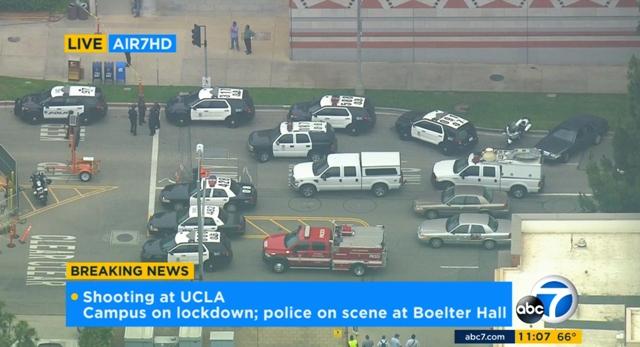 Na videosnímke policajti zasahujú v areáli Kalifornskej univerzity v Los Angeles (UCLA) počas streľby