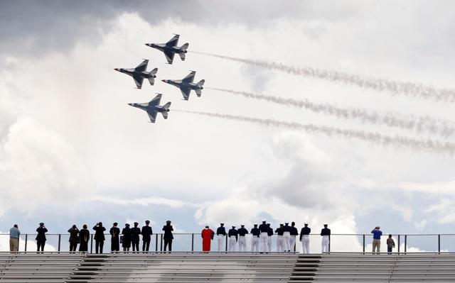 Na ilustračnej snímke stroje F-16 akrobatickej skupiny Thunderbirds