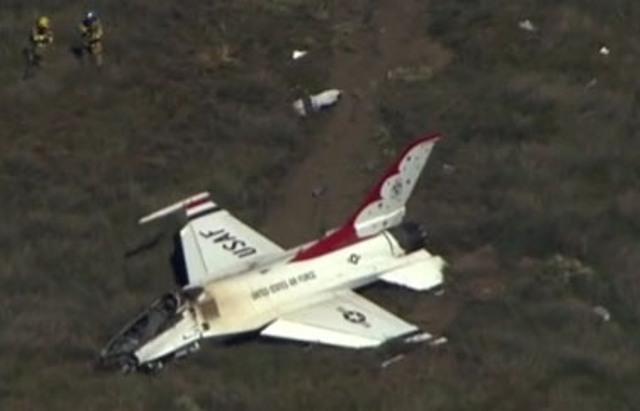 Prvé lietadlo spadlo v americkom štáte Colorado, išlo o vojenskú stíhačku F-16