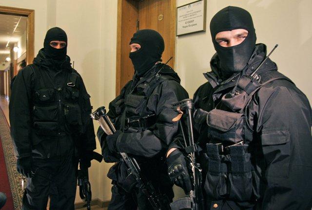 Na ilustračnej snímke agenti ukrajinskej bezpečnostnej služby SBU