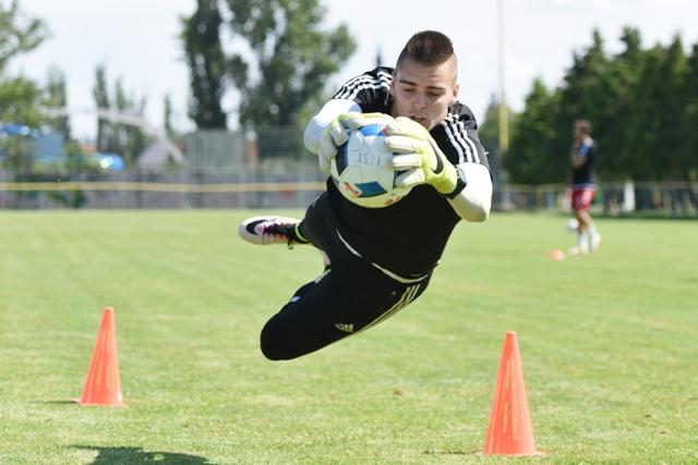 Na snímke jednotka v bráne  futbalistov FC Spartak Trnava,  Adam Jakubech na prvom tréningu v letnej príprave na novú sezónu Fortuna ligy