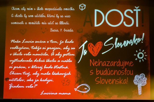 Na snímke logo iniciatívy A DOSŤ!