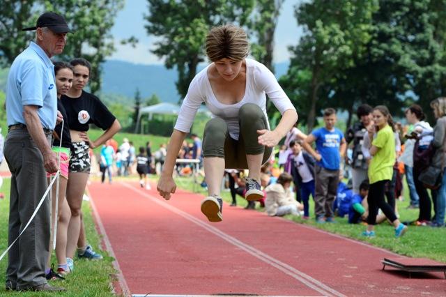Na snímke skok do diaľky na celoštátnych 26. Športových majstrovstvách detí z detských domovov s Nestlé v areáli atletického štadióna Mladá Garda 3. júna 2016 v Bratislave