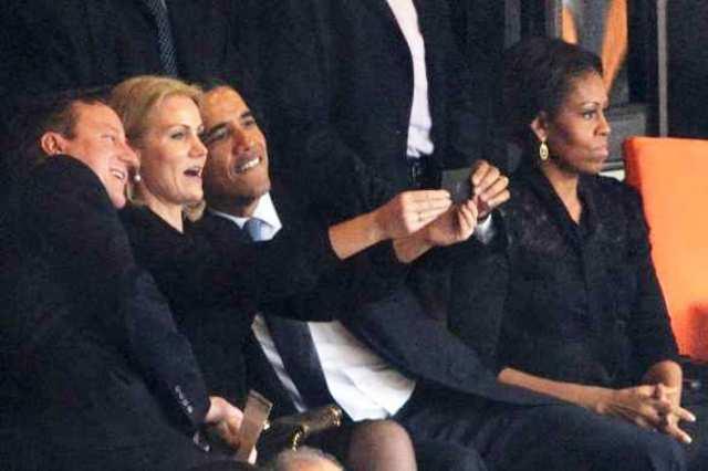 Selfie amerického prezidenta Baracka Obamu spolu s britským premiérom Davidom Cameronom a dánskou premiérkou Helleou Thorning-Schmidtovou