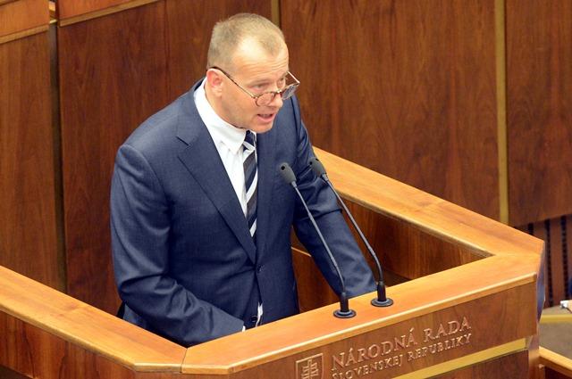 Na snímke poslanec Boris Kollár (Sme rodina)