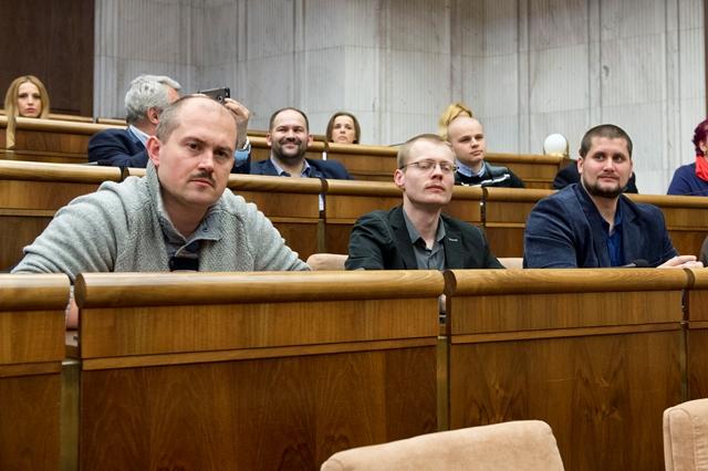Na snímke v popredí zľava Marian Kotleba, Rastislav Schlosár a Marian Beluský (všetci ĽSNS)