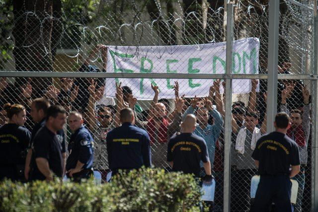 Na snímke protestujúci migranti
