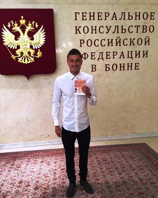 Na snímke futbalista Roman Neustädter už s novým ruským pasom
