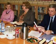 Účastníci vedeckej konferencie o slovenskom spisovateľovi Svetozárovi Hurbanovi Vajanskom 24. mája 2016 v Slovenskom inštitúte v Moskve