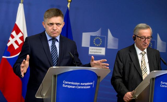 Na snímke premiér SR Robert Fico (vľavo) a predseda Európskej komisie Jean-Claude Juncker