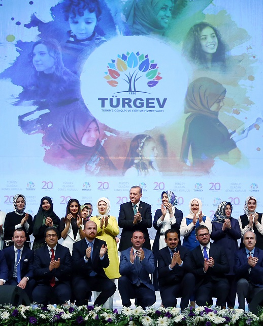 Turecký prezident na stretnutí v Istanbule, kde rečnil proti antikoncepcii a plánovanému rodičovstvu