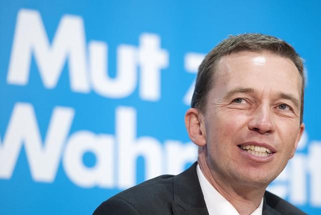 Na snímke zakladateľ nemeckej strany AfD, v súčasnosti jej bývalý odídený člen