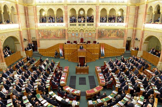 Na ilustračnej snímke maďarský parlament