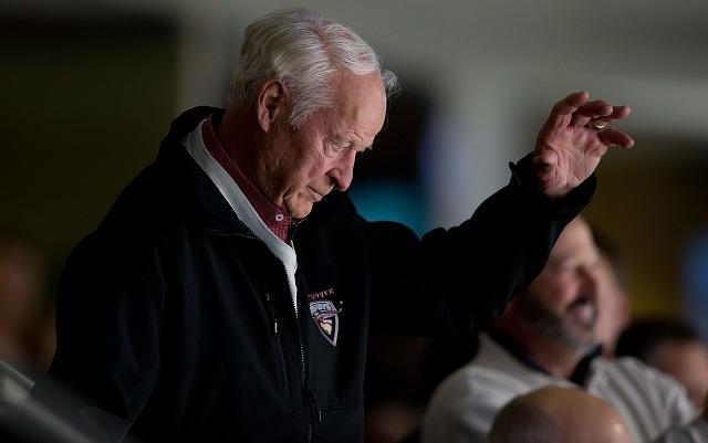 """V piatok 10. júna 2016 zomrel jeden z najlepších hokejistov histórie Gordie Howe. Muž, ktorý si svojimi výkonmi vyslúžil prezývku """"Mr. Hockey"""", skonal vo veku 88 rokov v Tolede v štáte Ohiu po dlhej chorobe"""