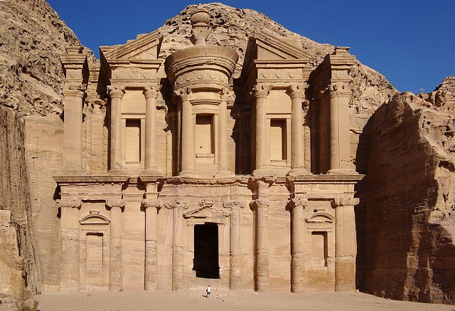Na snímke jedna zo zachovalých stavieb starovekého skalného mesta Petra