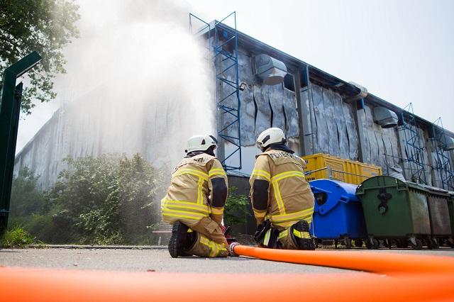 Hasičia hasia požiar ubytovne pre migrantov v západonemeckom meste Düsseldorf