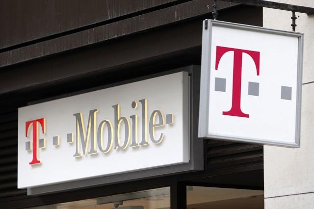 Logo nad predajňou mobilného operátora T-Mobile