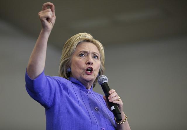 Americká demokratická prezidentská kandidátka Hillary Clintonová reční počas predvolebnej kampane v rámci prezidentských primárok
