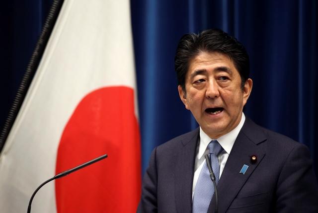 Na snímke japonský premiér Šinzo Abe