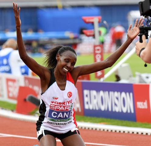 Turecká vytrvalkyňa Yasemin Canová získala prvú zlatú medailu na ME v atletike v holandskom Amsterdame v behu na 10.000 m časom 31:12,86