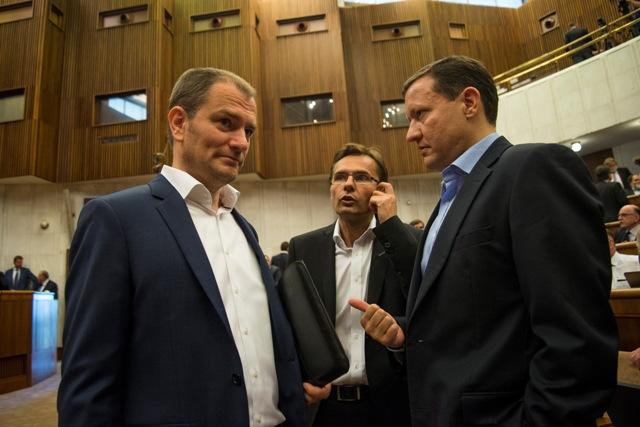 Na snímke zľava poslanec NR SR a šéf OĽaNO-NOVA Igor Matovič, poslanec NR SR Ľubomír Galko (SaS) a poslanec NR SR Daniel Lipšic (OĽaNO-NOVA)