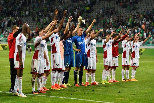 Hráči AS Trenčín ďakujú fanúšikom po prvom zápase 2. predkola Ligy majstrov NK Olimpija Ľubľana - AS Trenčín