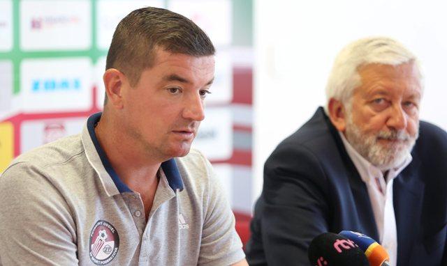 Na snímke zľava tréner A-tímu Marek Fabuľa a prezident futbalového oddielu Július Kriváň